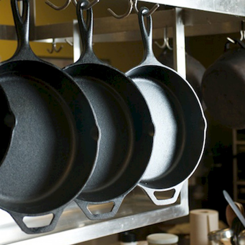 The Cast Iron Baking Pan